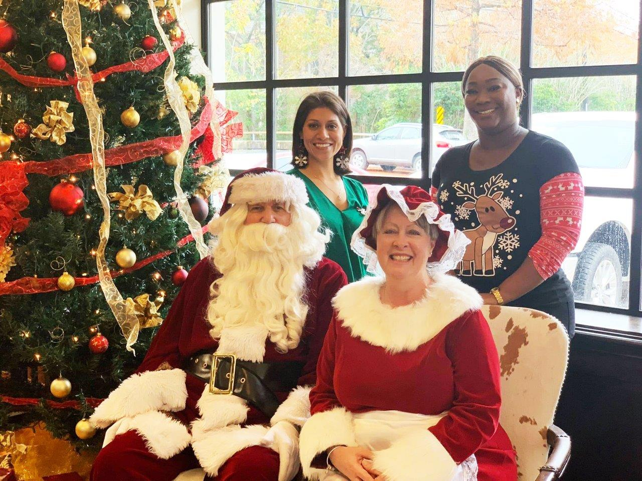 Santa visits Texas Citizens Bank